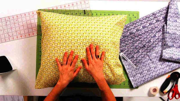 ZA. How to Pick a Fabric & Form for No-Sew Pillow Promo Image
