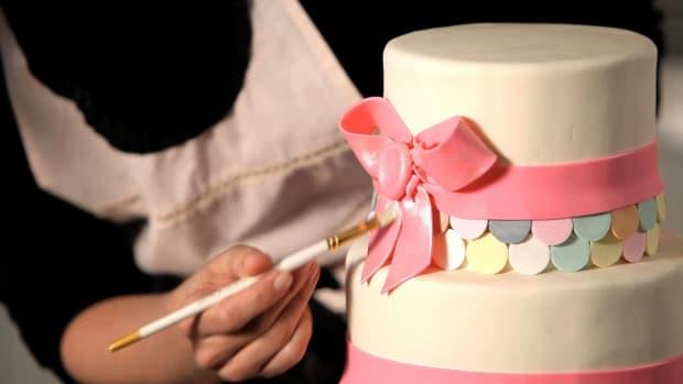 I. How to Paint a Metallic Finish on a Wedding Cake Promo Image
