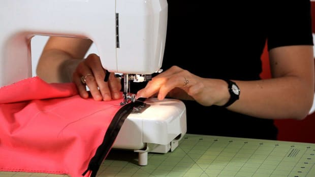 U. How to Sew an Invisible Zipper with a Sewing Machine Promo Image