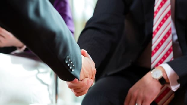 T. How to Make a Good First Impression at a Job Interview Promo Image