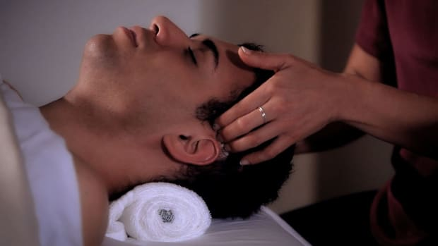 Q. How to Use Friction Strokes during a Head Massage Promo Image