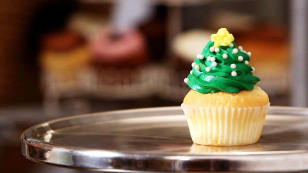 V. How to Make Christmas Cupcakes Promo Image