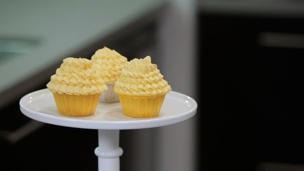 Lesson 4: Piping Ruffles on Cupcakes Promo Image