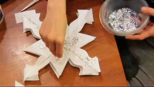 ZA. How to Make a 3-D Paper Snowflake Promo Image