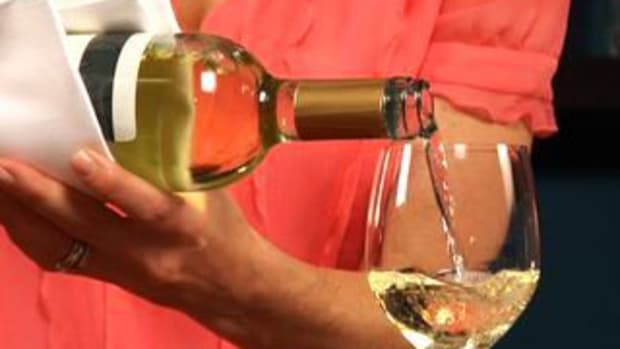 S. How to Pour a Bottle Of Wine Promo Image