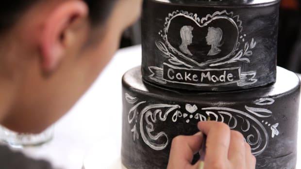 Lesson 13: Decorating the Chalkboard Cake Promo Image