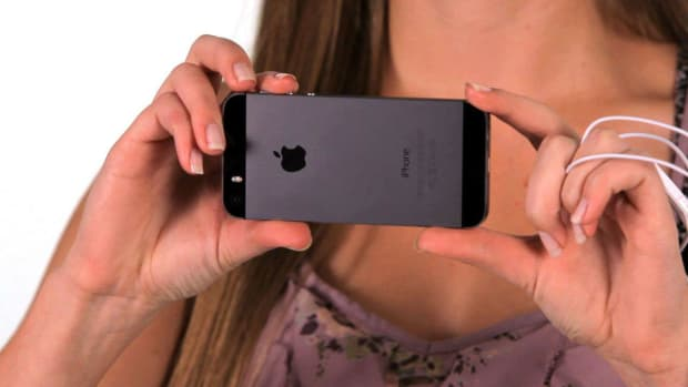 ZL. How to Use Volume Button for Shutter Button on an iPhone Promo Image