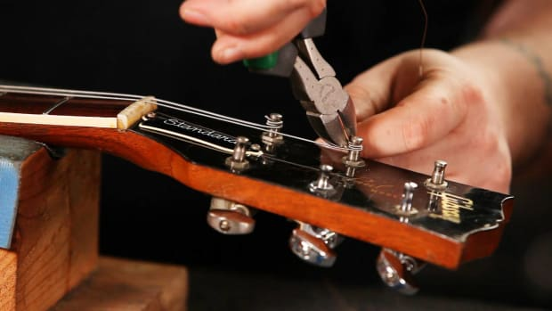 W. How to String a Gibson Les Paul Electric Guitar Promo Image