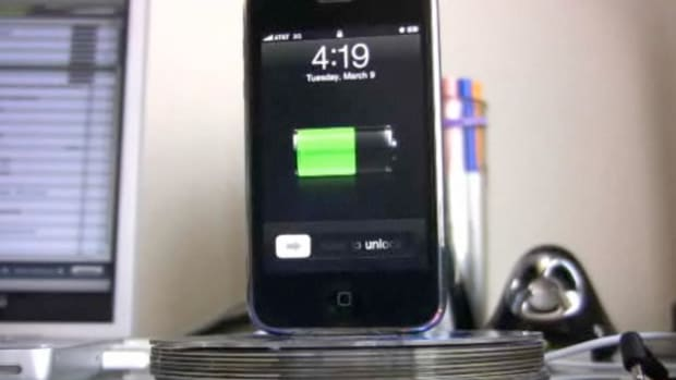 W. How to Make an iPhone Dock Out of Old CDs Promo Image