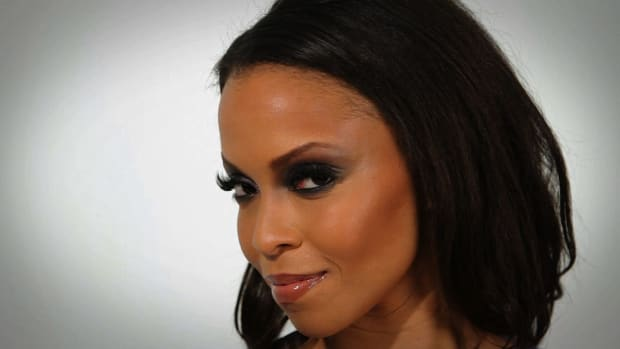 P. How to Do a Smokey Eye for Black Women Promo Image