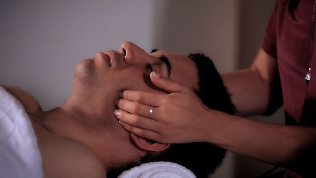 T. How to Massage Cheeks during a Head Massage Promo Image