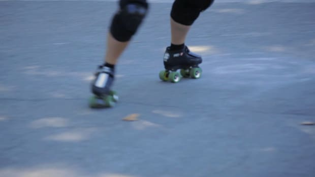 M. How to Skate Forward to Backward on Roller Skates Promo Image