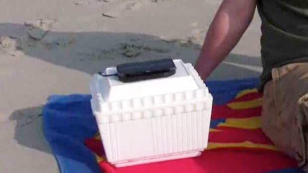 ZW. How to Make a Beer Can Cooler That Runs on Solar Power Promo Image