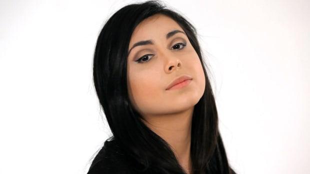 S. How to Apply Liquid Eyeliner Promo Image