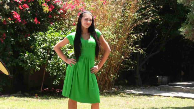 M. How to Dress an Hourglass Figure Promo Image