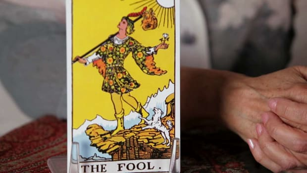 Q. How to Read the Fool Tarot Card Promo Image
