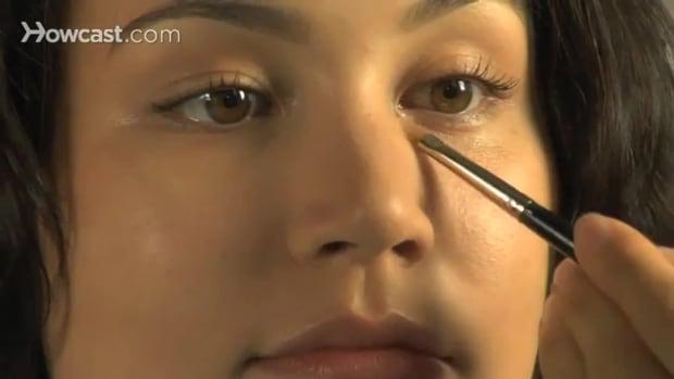 ZV. كيف تخفي الهالات تحت عينيك Promo Image