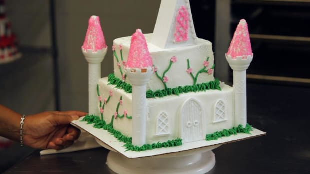 U. How to Decorate a Princess Castle Cake with Flowers Promo Image