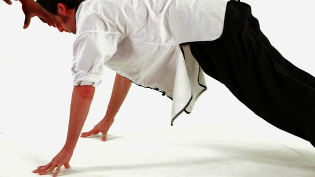 K. How to Do Eagle Claw Push-Ups in Shaolin Kung Fu Promo Image