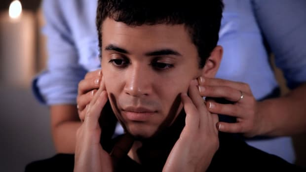 ZH. How to Stimulate Your Jaw with Self-Massage Promo Image