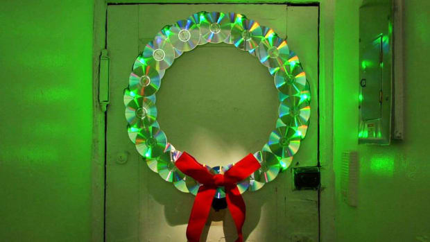 I. How to Make a Wreath Out of Old CDs Promo Image