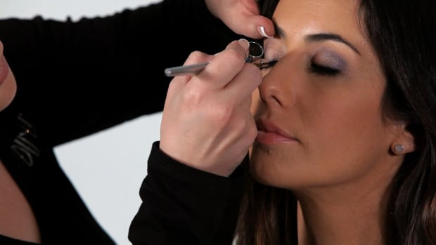 S. How to Apply Eyeliner with an Airbrush Promo Image