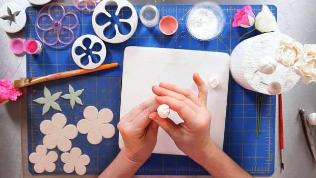 W. How to Make Peony Sugar Paste Flower Petals Promo Image