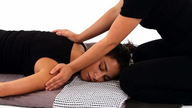 O. How to Give a Shiatsu Back Shoulder Massage Promo Image