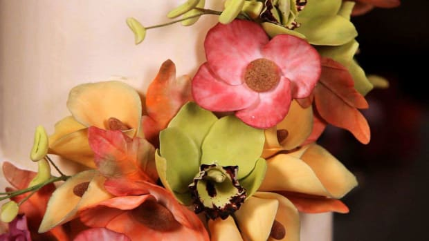 ZK. How to Make an Orchid Sugar Paste Flower Center Column Promo Image