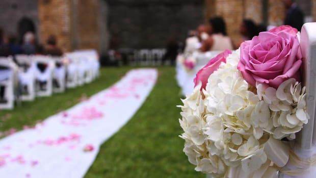 ZB. 3 Tips for Picking Wedding Aisle Flowers Promo Image