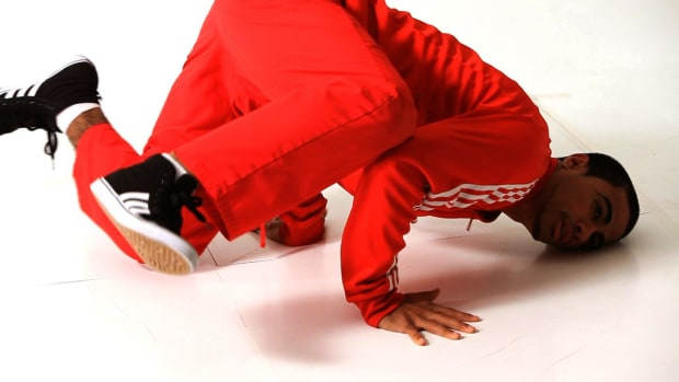 ZA. How to Do a Baby Freeze to Shoulder Freeze in Break Dancing Promo Image