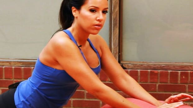 ZZK. How to Do Tricep Moves for a Post-Baby Workout Promo Image