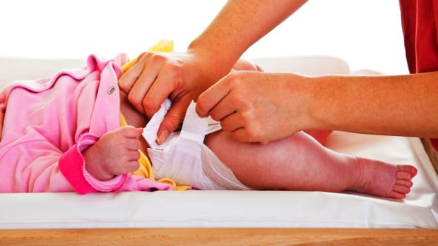 H. How to Fasten a New Baby Diaper Promo Image