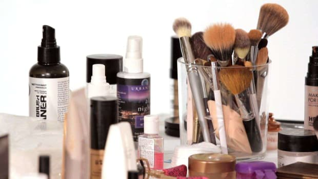E. How to Use Makeup Brushes Promo Image