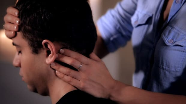 ZF. How to Work Pressure Points during a Head Massage Promo Image