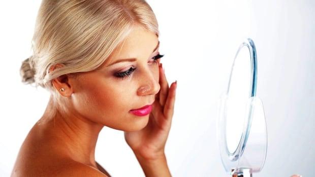 ZJ. Pros & Cons of Organic Cosmetics Promo Image