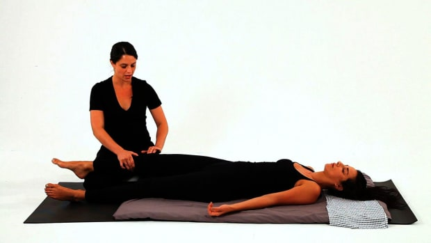 Z. How to Give a Shiatsu Knee Massage Promo Image