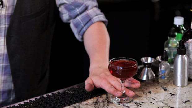 ZD. How to Make a Manhattan Cocktail Promo Image