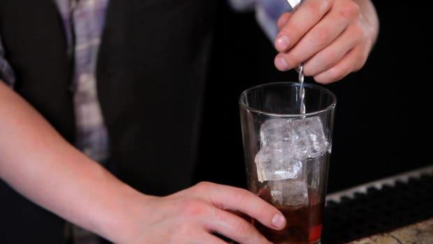 ZK. Shaking Cocktails vs Stirring Cocktails Promo Image