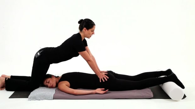 ZI. How to Position Your Body to Give a Shiatsu Massage Promo Image