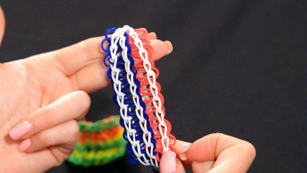 E. How to Make a Cobra Rainbow Loom Bracelet Promo Image