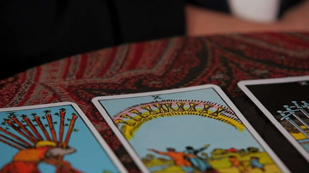 ZV. How to Read the Tens Tarot Cards Promo Image
