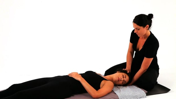 X. How to Give a Shiatsu Scalp Massage Promo Image
