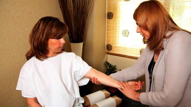 R. How Is Wrist Pain aka Carpal Tunnel Syndrome Treated? Promo Image