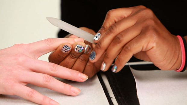 I. How to Use & Maintain a Glass Nail File Promo Image