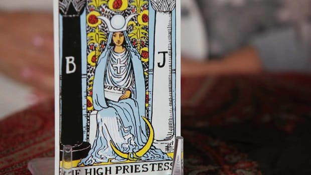 S. How to Read the High Priestess Tarot Card Promo Image