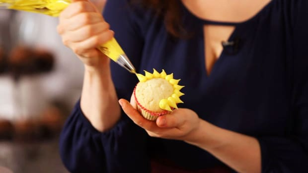 P. How to Make Easy Piped Flowers for Cake Decorating Promo Image