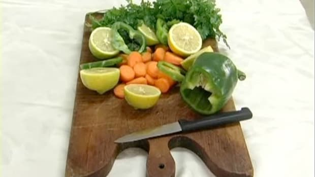 ZH. How to Clean a Wooden Cutting Board Promo Image