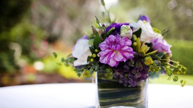 ZF. How to Budget for Wedding Centerpieces Promo Image