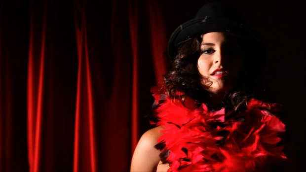 ZF. How to Do Vintage Burlesque Promo Image